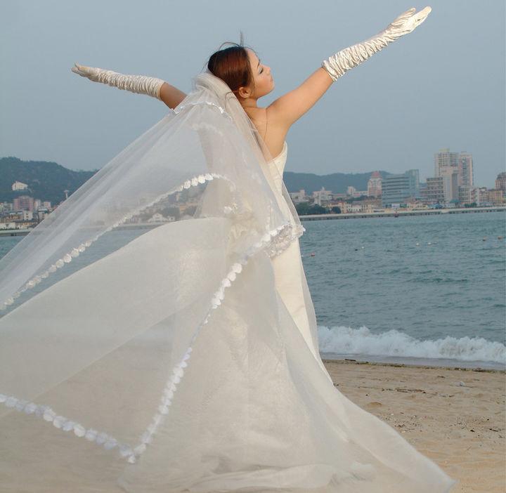 Photoshop给白色婚纱抠图并合成到风景照中 -