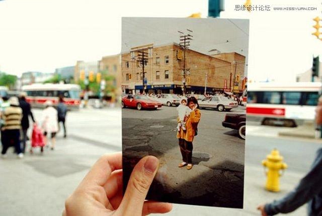 Photoshop创意合成手拿老照片图片效果,PS教程网