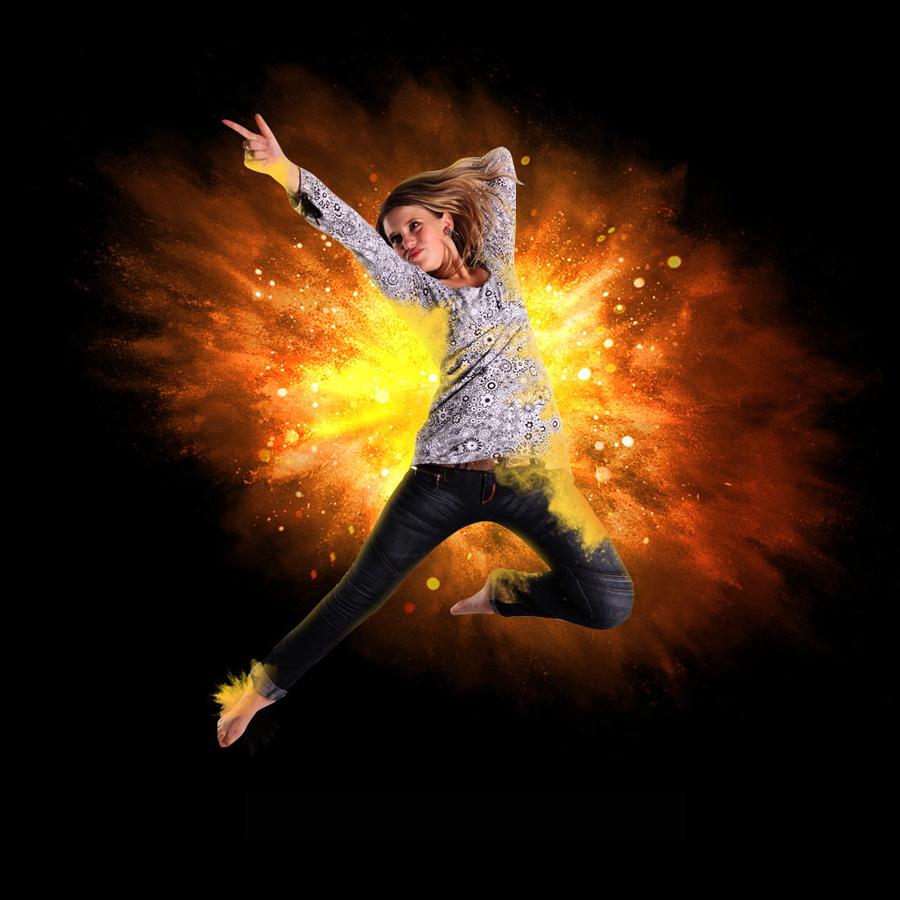 <a href=http://www.06ps.com/ target=_blank class=infotextkey>photoshop</a>给人像照片添加放射火焰背景,,
