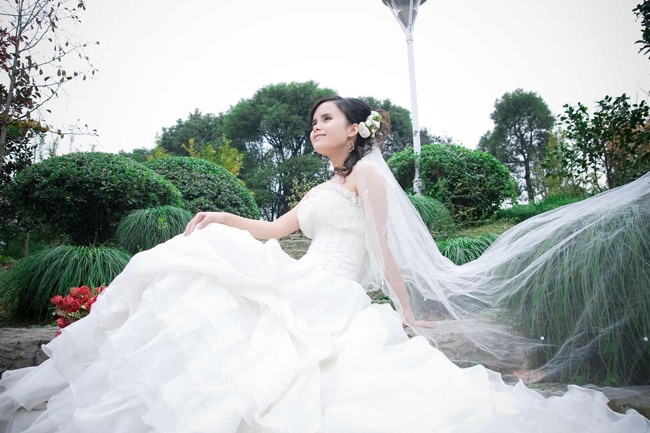 photoshop抠出复杂背景下的透明婚纱人像